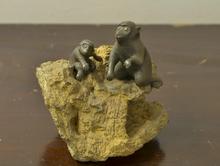 銅製象嵌猿置物