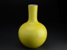 大清乾隆年製 黄釉壷
