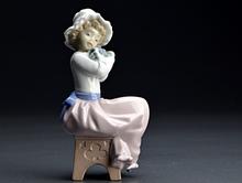 リヤドロ Nao A Big Hug Porcelain