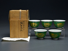 緑釉金彩桔梗文汲出茶碗