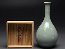 青磁雲鶴文花瓶