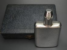 銀製スキットルボトル