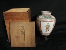 中国粉彩花瓶