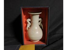 中国白磁双耳花瓶
