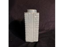 青磁算木方瓶