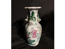 中国粉彩双耳花瓶