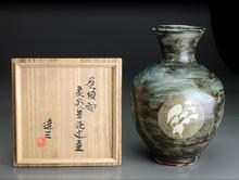 呉須釉象嵌草花文壷
