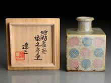 地釉象嵌縄文方壺