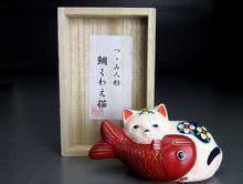 堤人形 芳賀強『鯛くわえ猫』