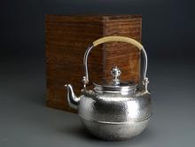 一鶴齋造 純銀望月形鎚目湯沸
